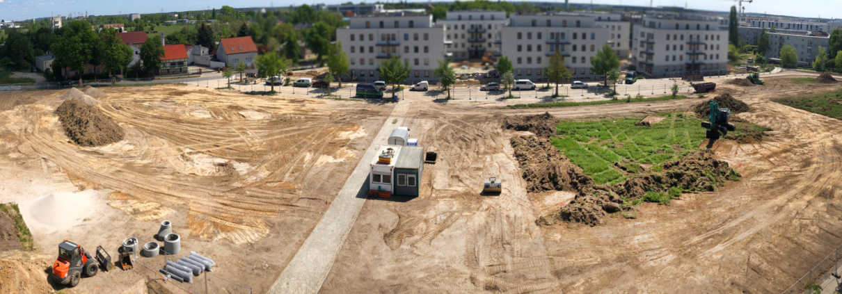 Die Baustelle auf dem Areal des zukünftigen Quartiers BUWOG NEUE MITTE SCHÖNEFELD im Mai 2020