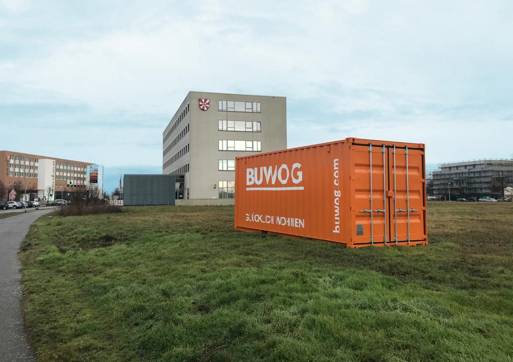 In guter Nachbarschaft: Container neben dem Rathhaus. Credit: BUWOG